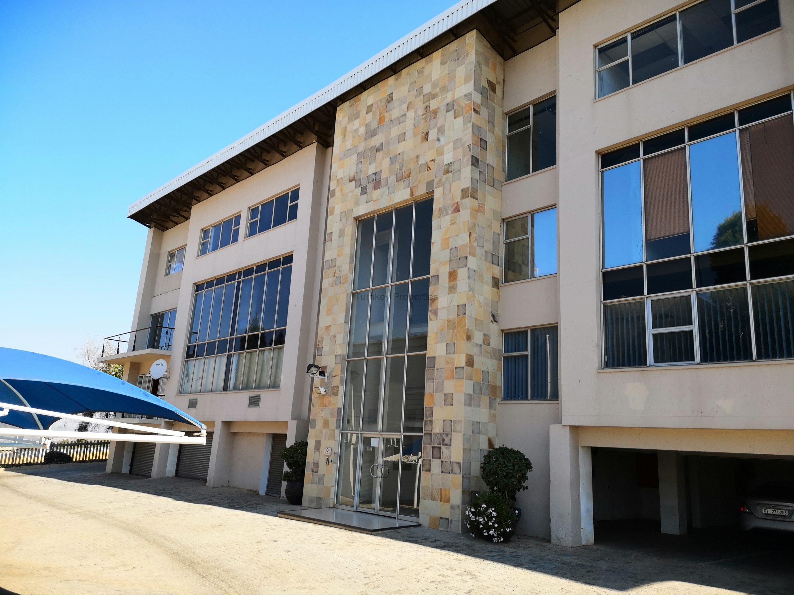 196m² office to let midrand Kyalami Business Park