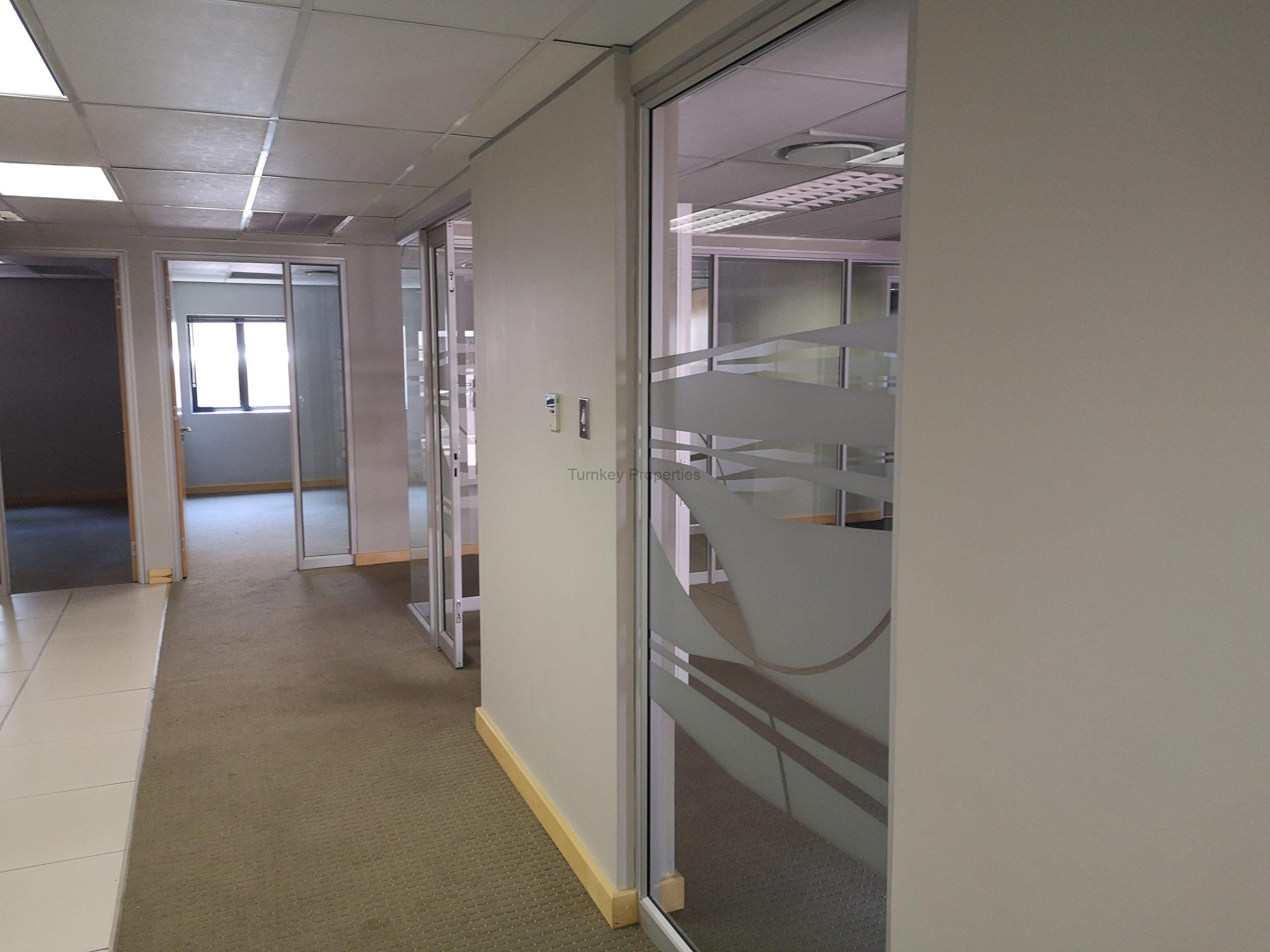 258m² office to let Clearwater office park, Strubensvallei