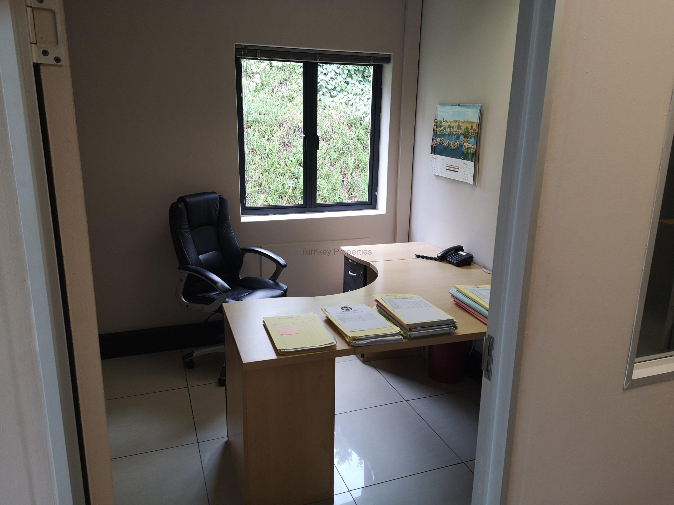 98m² office to let Clearwater Office Park, Strubensvallei.