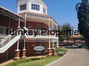 215 m² Office Space to Rent Bryanston The Oval
