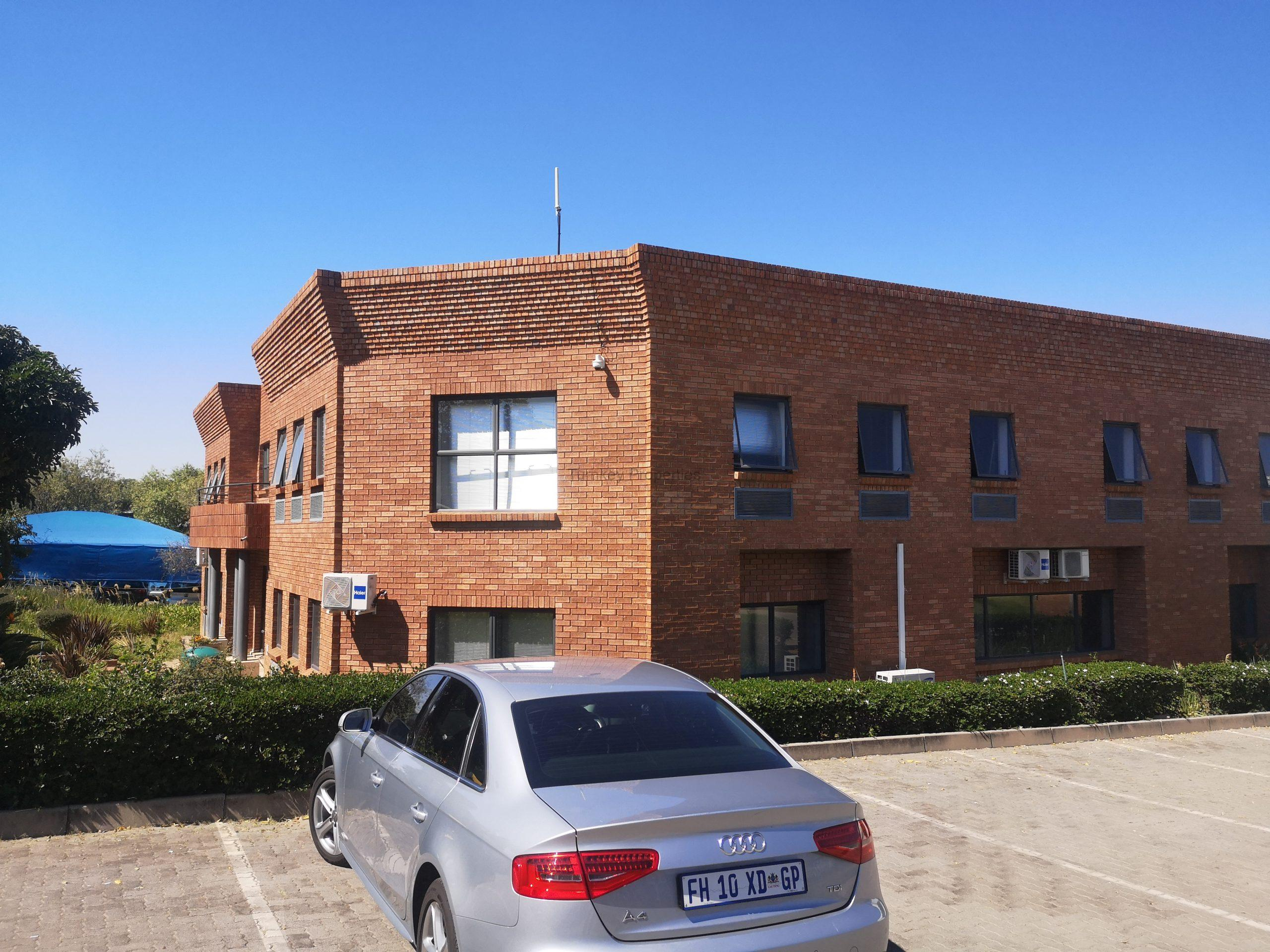 1684 m² Warehouse to Rent Midrand Corporate Park North